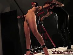 Immobilized lesbo sub quirt whipped