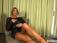 fitness-model-abby-marie-strips-naked-and-spreads-her-legs-to-show-you-her-pretty-pussy